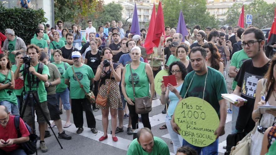 Ocupants del bloc de pisos de la Parada Nova de Manresa demanen solucions