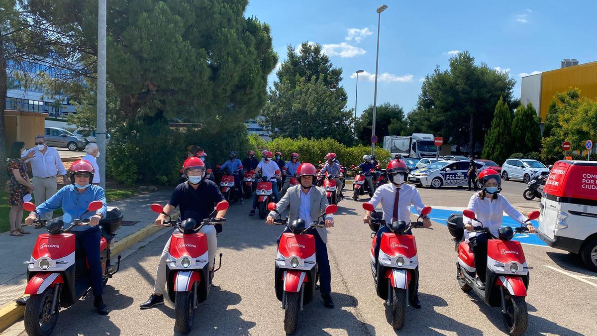 La caravana de motos eléctricas en la inauguración
