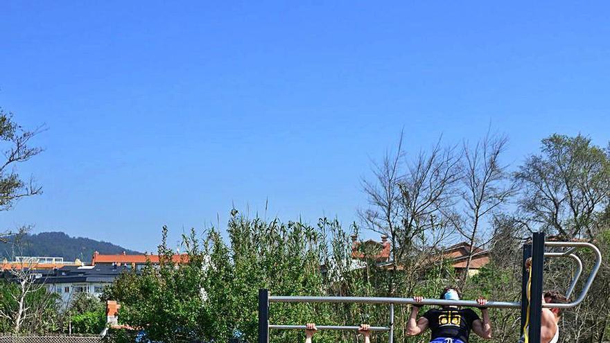 Deportistas aficionados piden al Concello que amplíe y adapte el parque de calistenia de Rodeira