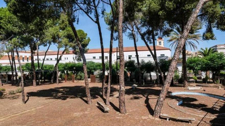 Los jardines de Hernán Cortés, a la espera de ser cedidos al Ayuntamiento de Badajoz