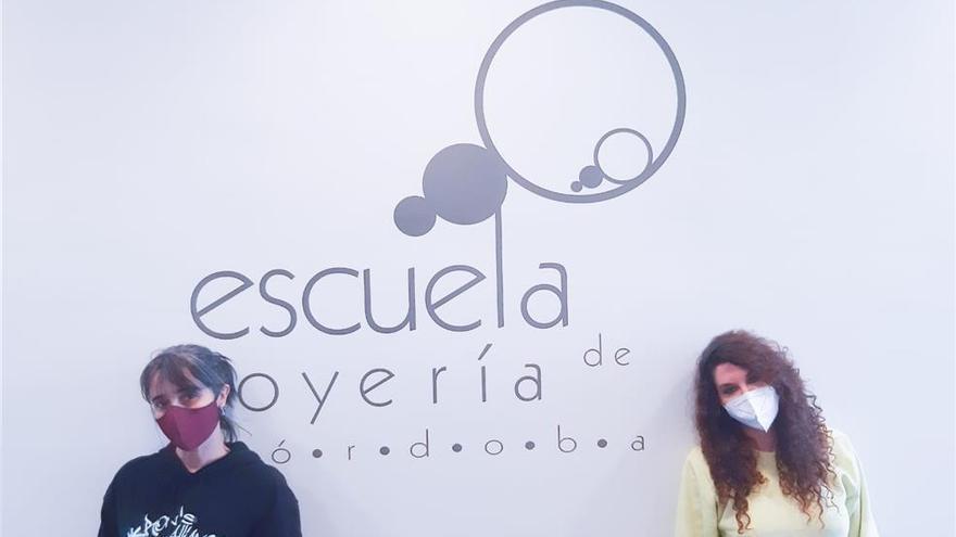 Dos alumnas de la Escuela de Joyería representarán a España en la final de Progold