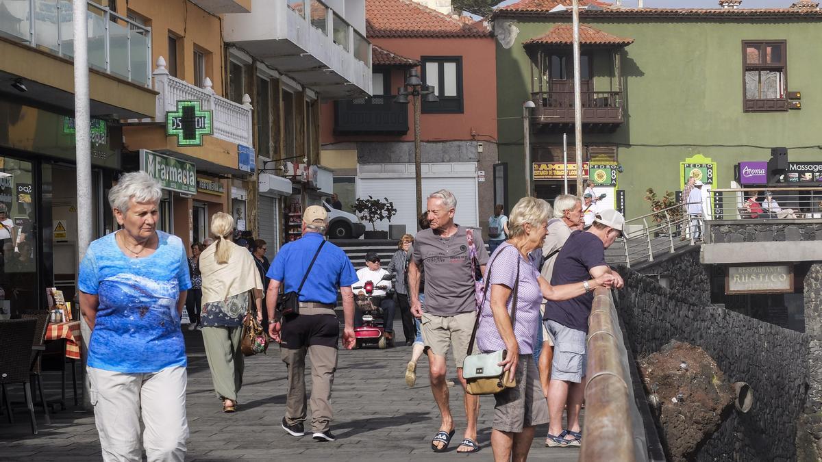 Turistas en Puerto de la Cruz antes de la pandemia.