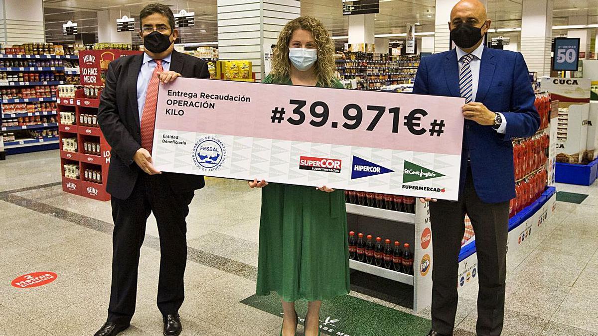 'Operación Kilo' da 39.971 euros al banco de alimentos Rías Altas  | CASTELEIRO/ROLLER AGENCIA
