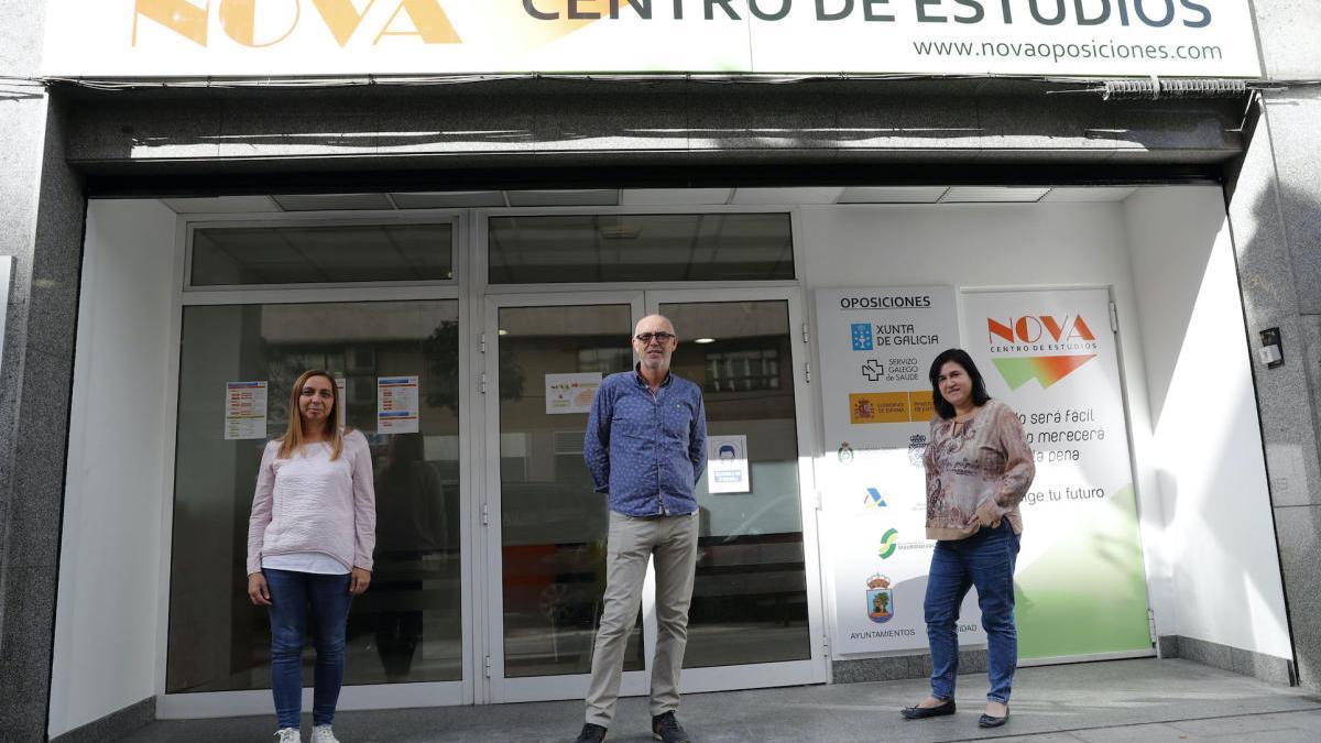 Equipo directivo de Centro de Estudios Nova, en las instalaciones de la nueva academia.
