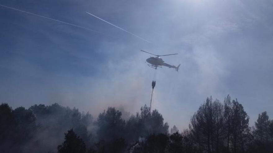 Drohne behindert Bekämpfung von Waldbrand im Naturschutzgebiet Llevant