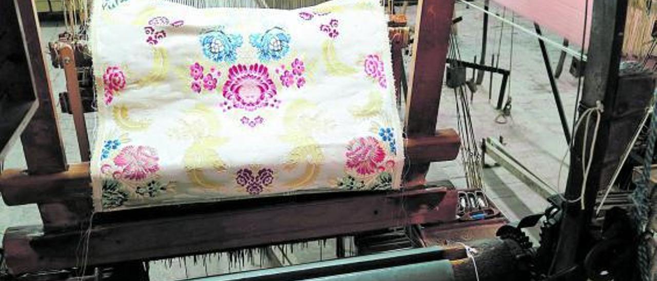 Confección de un tejido de seda en la fábrica Garín de Moncada.    | DANIEL MUÑOZ NAVARRO