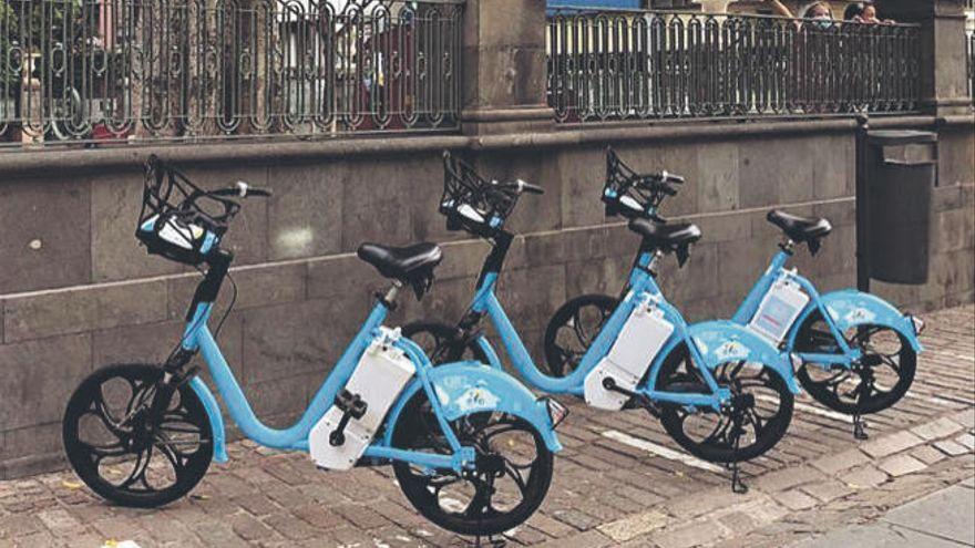 Uso combinado de transporte público y bicicletas eléctricas