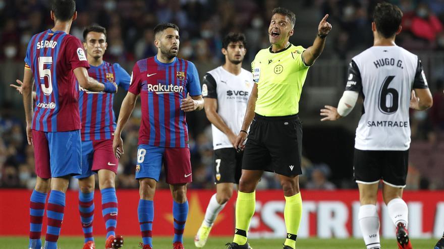 El VAR del Camp Nou detonó una bomba con la mecha corta