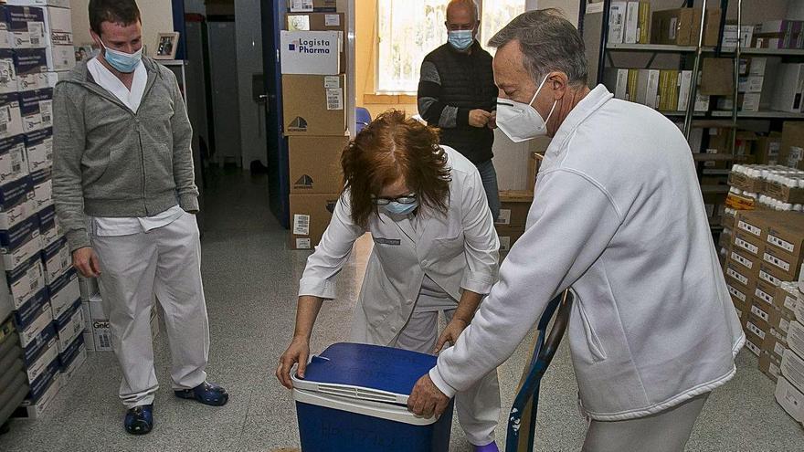 Colectivos profesionales de riesgo se muestran indignados por la vacunación de políticos