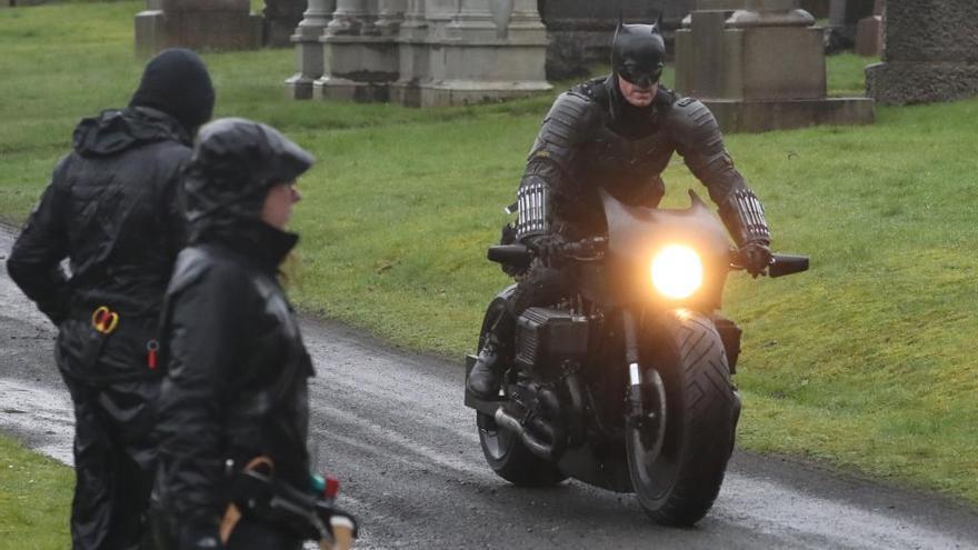 'The Batman': El doble de Robert Pattinson sufre un accidente con la Bat-moto