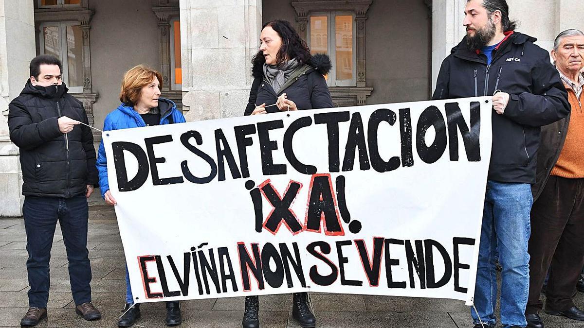 Protesta de los afectados por el desarrollo del barrio de Xuxán. |   // CARLOS PARDELLAS