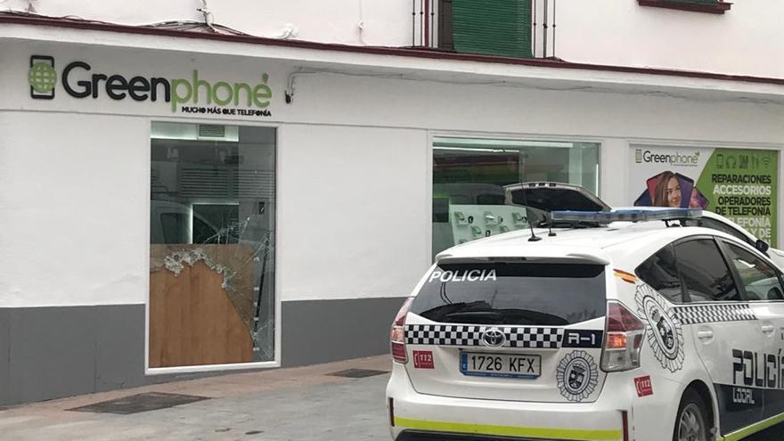 Roban un importante número de maquetas de móviles en un establecimiento de Lucena