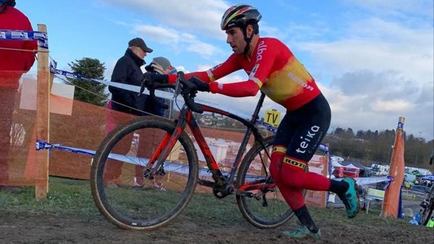 Felipe Orts luce el maillot  de campeón de España en Nommay
