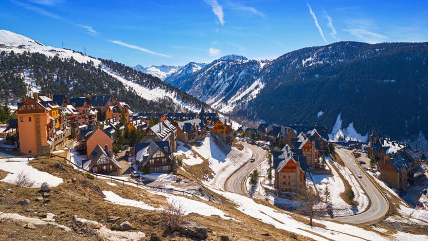 Francia pide a España y Suiza cerrar las estaciones de esquí en Navidad