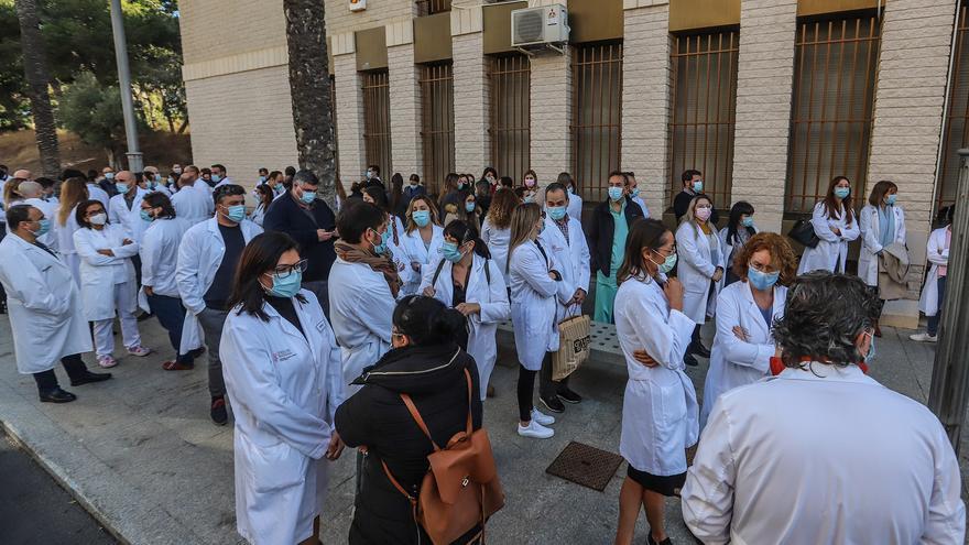 Sanidad garantizará los derechos de los trabajadores del Hospital de Torrevieja cuando sepa su número