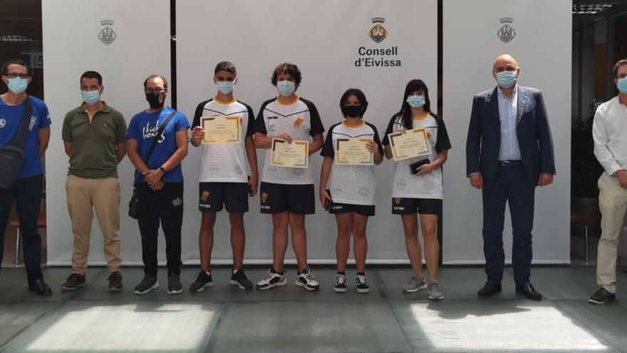 El Consell homenajea a los deportistas de kickboxing de Ibiza
