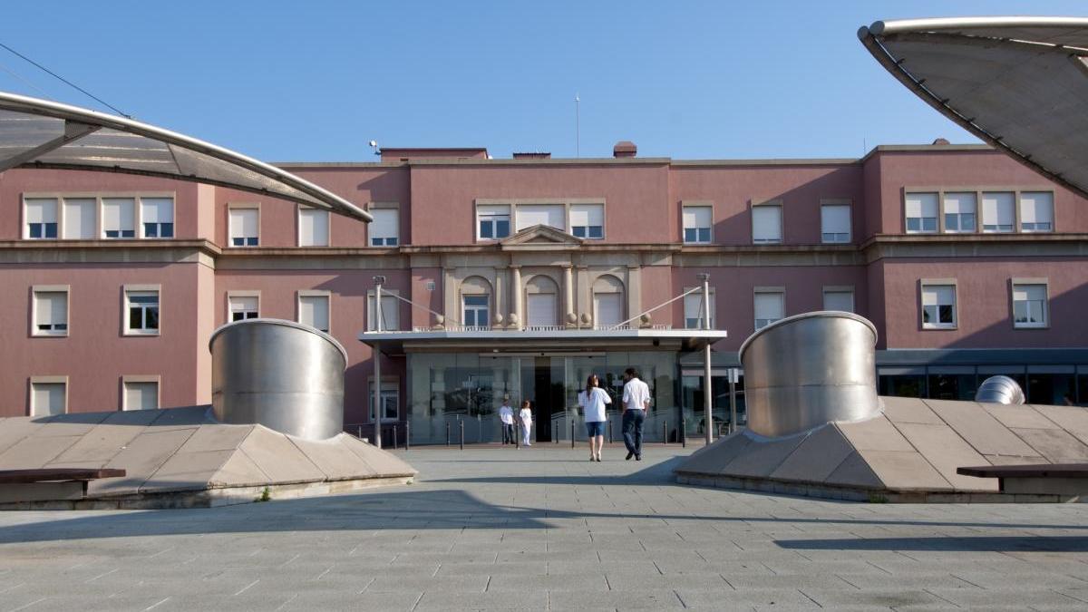 Façana principal de l'Hospital de Figueres.