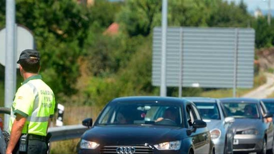 La DGT desarrolla una campaña para vigilar a camiones y autobuses en Galicia