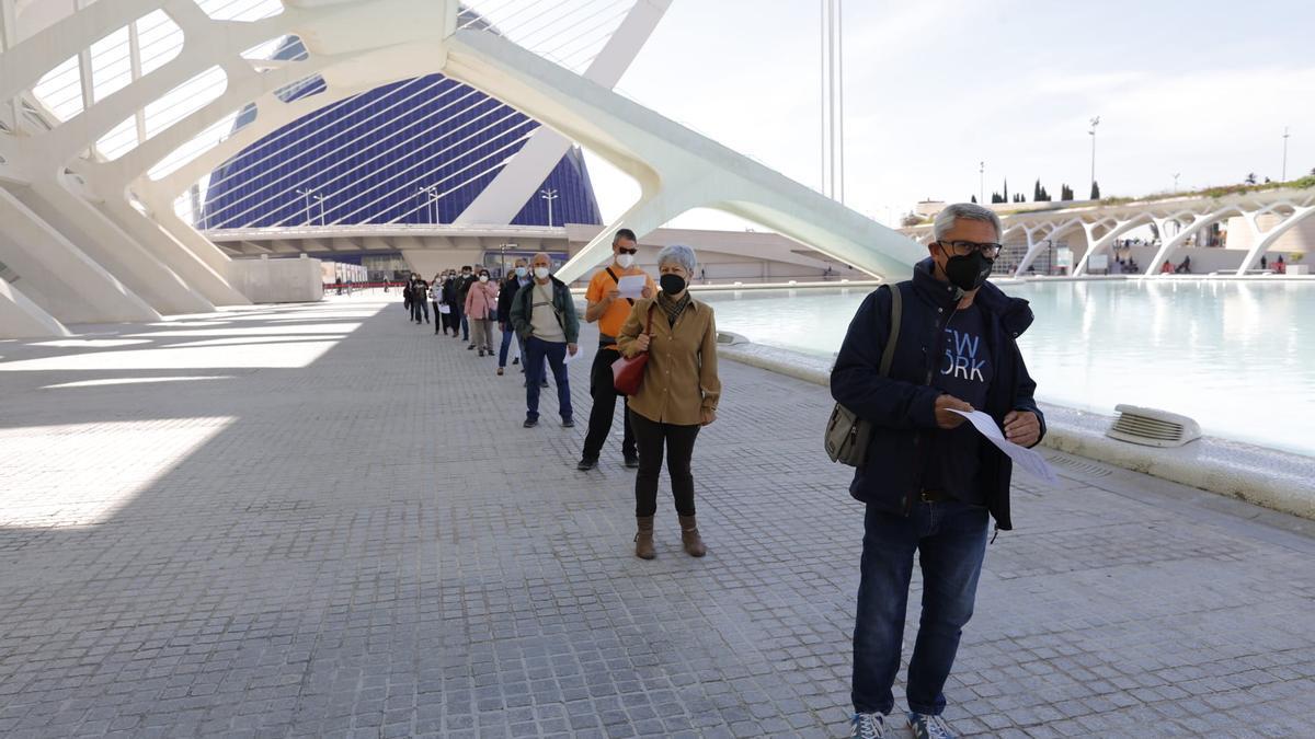 Vacunación masiva en la Ciudad de las Artes de València