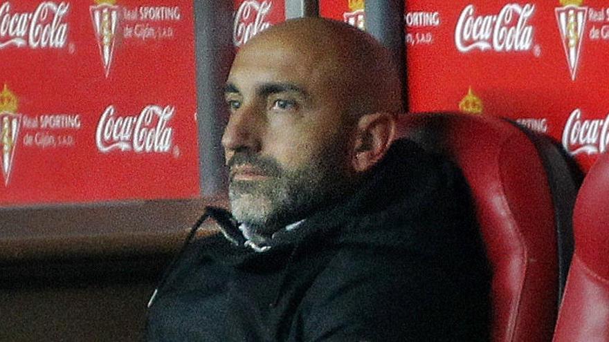 Abelardo dimite como entrenador del Sporting