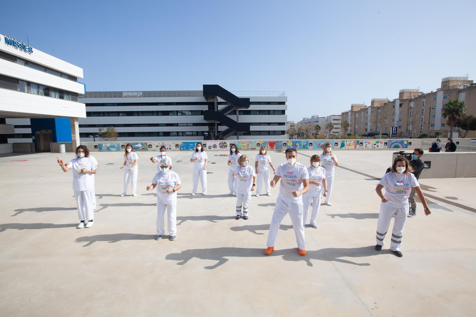 Personal del Hospital Can Misses, en Ibiza, baila la coreografía de 'El Hormiguero'