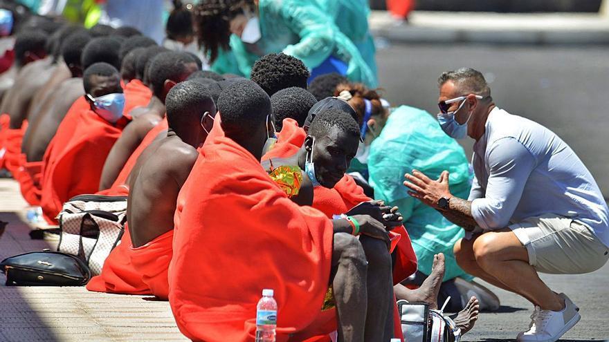 El bloqueo del PSOE deja a las Islas sin respuestas en migración