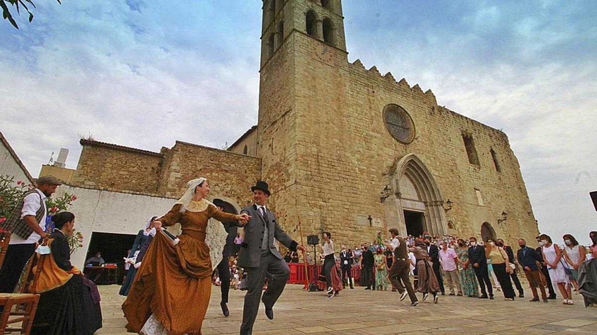 Ball de Morratxes a la plaça de l'Església de Blanes.  | AJUNTAMENT DE BLANES
