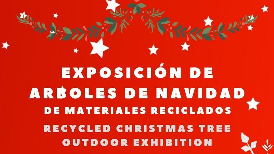 Exposición de árboles de navidad de materiales reciclados