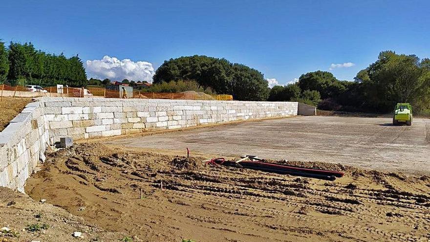 Oleiros tiene en construcción un campo de fútbol y una pista de patinaje de 200 metros