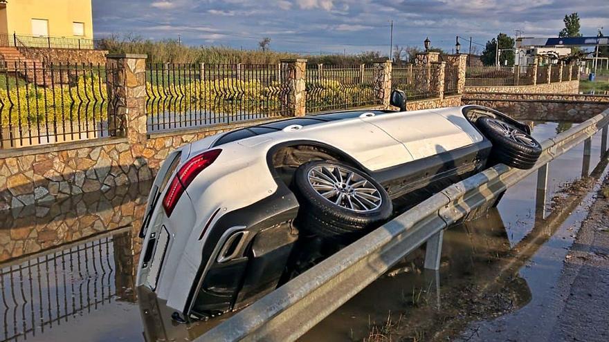 El cos de Mossos distingeix dos agents per un rescat en un accident a Castelló