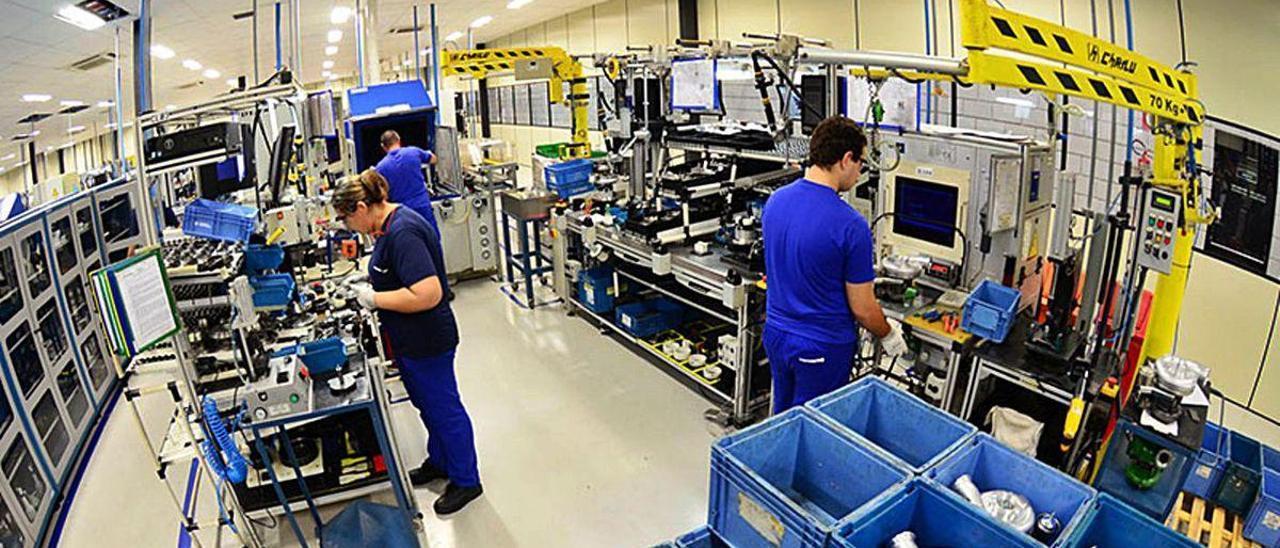 Trabajadores de una planta de la multinacional americana BorgWarner, propiedad de varios fondos.