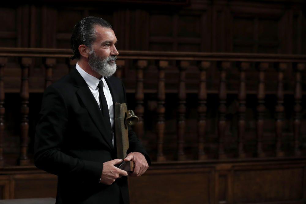 EL REY ENTREGA AL ACTOR ANTONIO BANDERAS EL ...