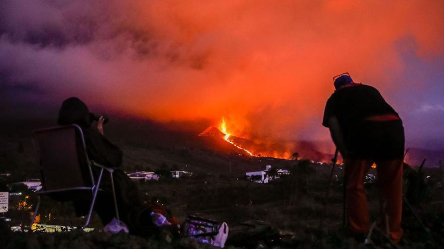 Cessa l'activitat del volcà de la Palma però la lava continua avançant