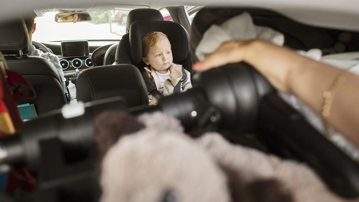 """Alertan sobre el sistema de seguridad de una silla de coche porque el bebé puede """"salir proyectado"""""""