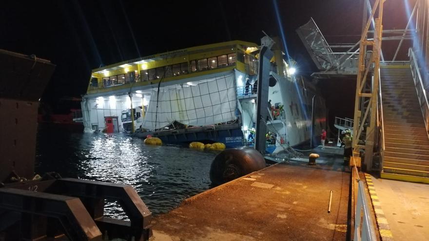 Rescatan el ferry encallado en Agaete