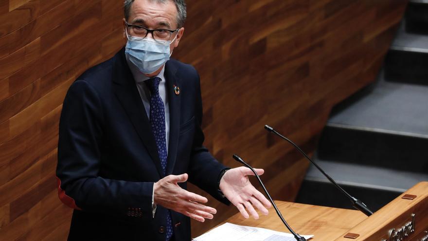 """Salud defiende su gestión pese a las vacunas desechadas: """"Sacamos hasta siete dosis por vial, otros hablan de 'culillos'"""""""