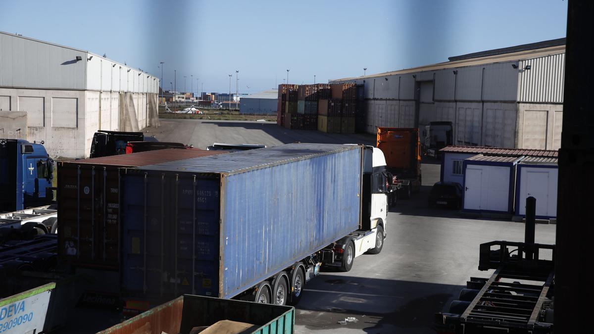 La terminal de contenedores de El Musel, ayer.