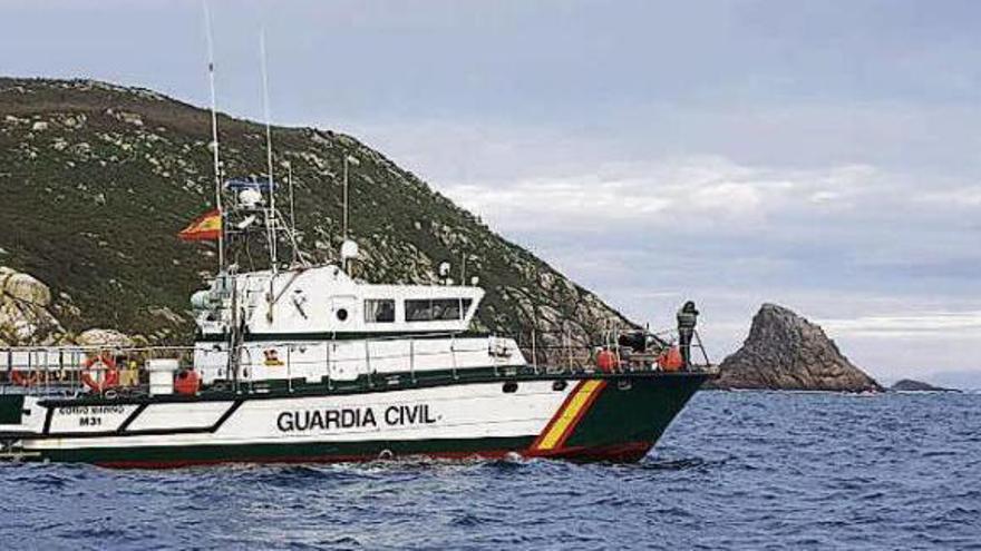 Los buzos peinan los fondos del norte de Ons sin encontrar rastro de Iván Harri Otero