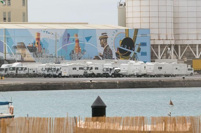 FUERTEVENTURA - llegada a Puerto del Rosario  de los trailers de la pelicula star wars - 25-05-17