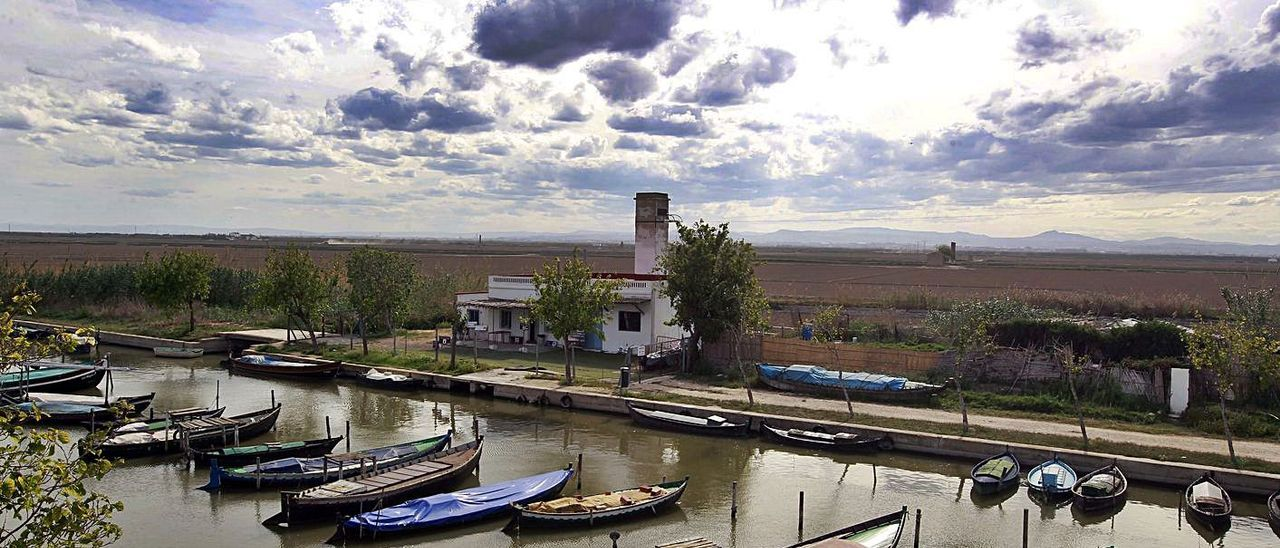 Imagen de archivo del puerto histórico del Saler, que mantiene la asociación de usuarios.    M. A. MONTESINOS
