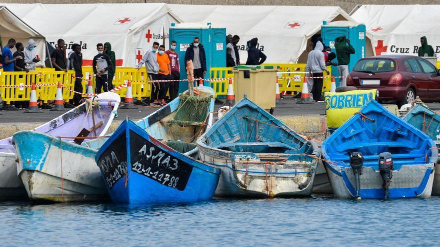Llegan 54 inmigrantes a Arguineguín rescatados de un cayuco