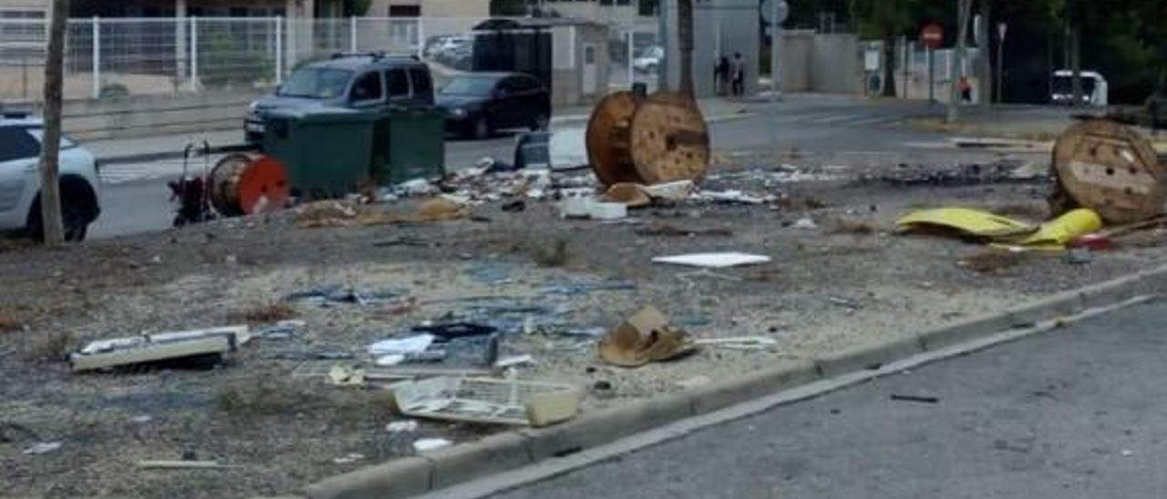 La basura se acumula frente al Clot del Moro