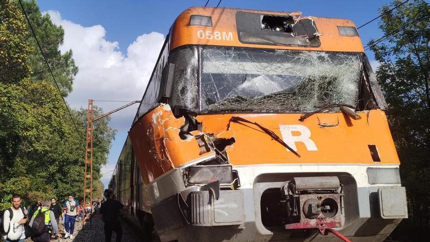 Un tren de la R11 xoca amb un arbre entre Caldes de Malavella i Sils