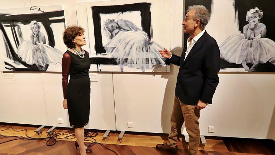 Marilyn llega al Casino de la mano de la pintora murciana Marina Romero