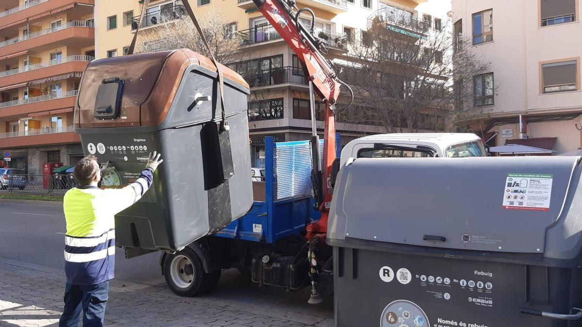 Instalación de un contenedor de materia orgánica.