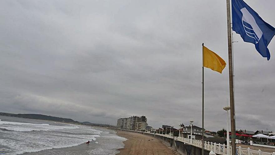 La comarca aspira a renovar las 8 banderas azules que ondearon el pasado verano