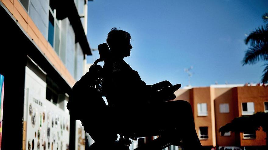 Mujer afectada por el retraso de las ayudas a la dependencia en Tenerife.