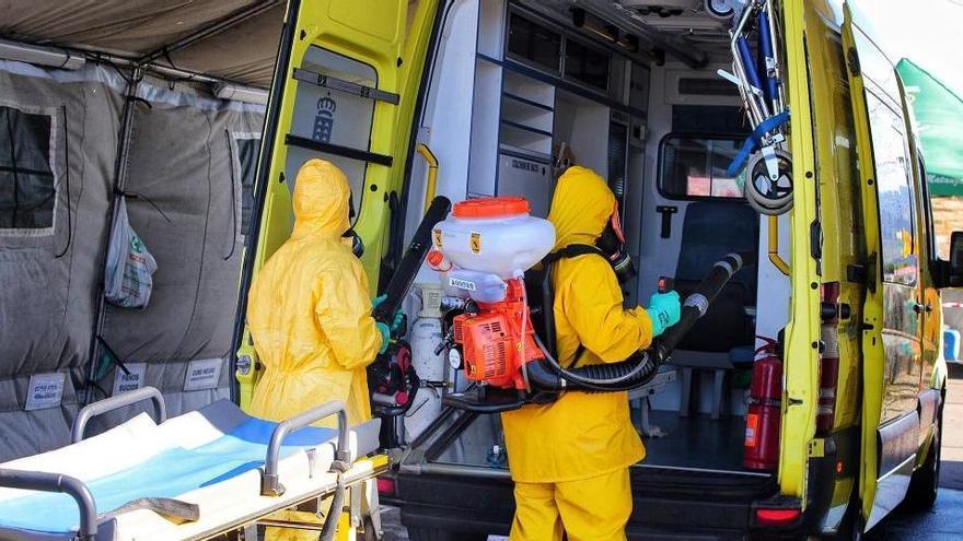 El TSJC ordena a las empresas de ambulancias lavar la ropa de sus empleados