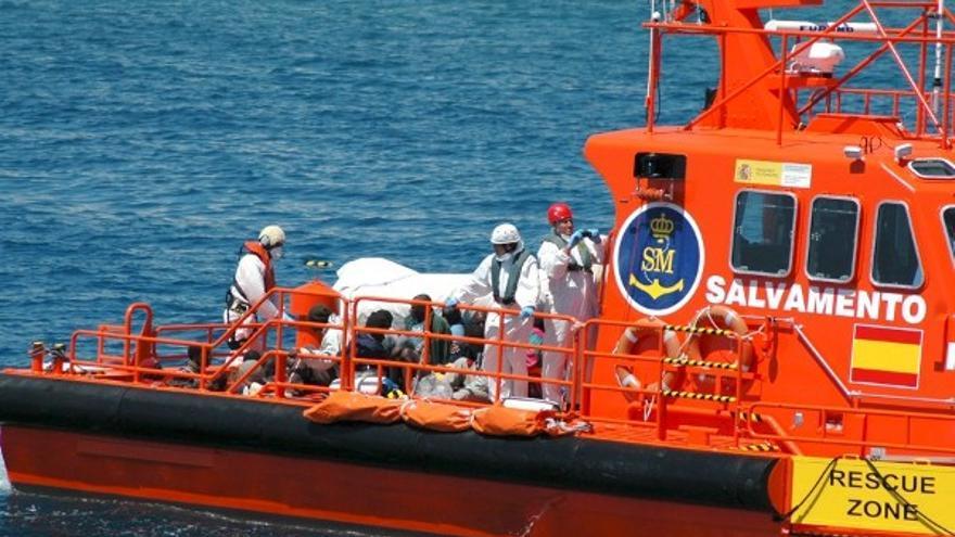 Arriban a Lanzarote 24 migrantes rescatados por Salvamento Marítimo