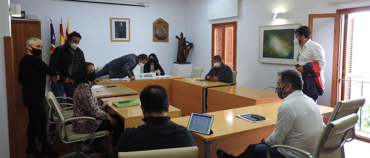 Los participantes de la Comisión de Turismo de Formentera, justo al terminar la reunión
